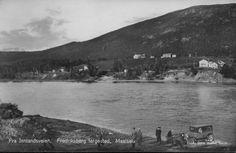Troms fylke Målselv kommune Fredriksberg fergested Innlandsveien bil folk ferge ca 1930-tallet Foto: Julius Brekke, Narvik