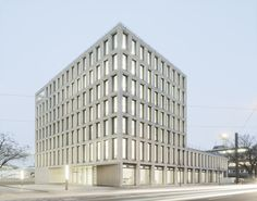Completed in 2019 in Ulm, Germany. Images by Bez+Kock Architekten. The new construction of the Citizen Service Center of the City of Ulm brings together municipal services spread over several sites in one structure,. Colour Architecture, Facade Architecture, Atrium, Concrete Facade, Terrazzo Flooring, Ground Floor Plan, New Construction, Floor Plans, City