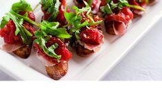 bruscetta se šunkou, sušenými rajčátky a rukolou Tapas, Food Categories, Recipe Categories, Bruschetta, Finger Foods, Pesto, Baked Potato, Catering, Food And Drink