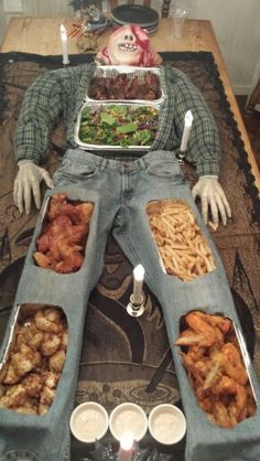 Halloween Appetizers For Adults, Comida De Halloween Ideas, Halloween Party Snacks, Halloween Dinner, Halloween Goodies, Halloween Birthday, Halloween Party Decor, Halloween Buffet, Hallowen Food