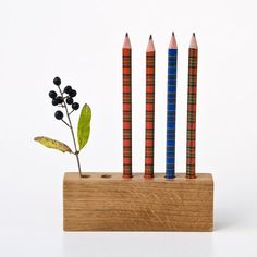 We would love to sweeten your hum drum school days with this eco friendly pencil holder. Drawing Daisy is a multitask home or office accessory that combines functionality and fun. Put all your writing