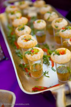 13 Most Drooling Wedding Food Ideas for Creative Display! diy food 13 Most Drooling Wedding Food Ideas for Creative Display! Indian Wedding Food, Asian Wedding Venues, Wedding Ideas, Desi Wedding Decor, Indian Fusion Wedding, Wedding Henna, India Wedding, South Indian Weddings, Indian Wedding Decorations