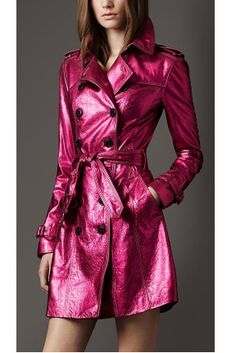 Influence of Edwardian male in fashion - *Women's* trench coat by Burberry(I really want one of these! My favorite color! Cool Coats, Women's Coats, Trench Coats, Imper Pvc, Parka, Metallic Leather, Metallic Pink, Pink Leather, Pink Fashion