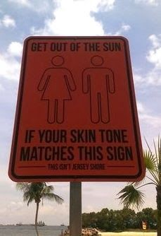☻☻☻ FUNNY SIGNS ☻☻☻ ~ You poor fools if you need a sign to remind you to get out of the sun. (some more funny signs on the link) Lol, Image Citation, Funny Quotes, Funny Memes, Alesso, Humor Grafico, I Love To Laugh, Laughing So Hard, Funny Signs