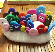 Beautiful & unique rock painting ideas , let's make your own creat Stone Crafts, Rock Crafts, Diy And Crafts, Crafts For Kids, Pebble Painting, Pebble Art, Stone Painting, Rock Painting Patterns, Rock Painting Ideas Easy