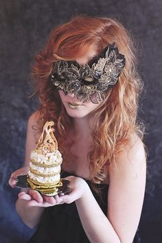 Mask and cake: Marie Antoinette theme