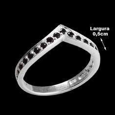 Anel de Prata com Zircônia. Prata 925. <br><br>A joia possui 21 pedras de Zircônia na cor Ônix.