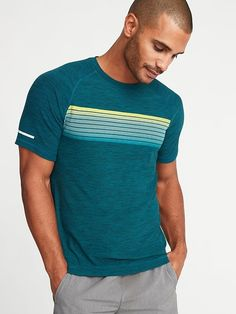 a3e06370ae82b Old Navy Men s Ultra-Soft Breathe On Go-Dry Built-In Flex Graphic Tee  Galactic Size M