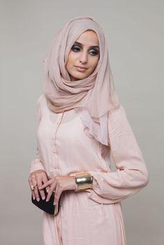Hijab Fashion 2016/2017: Pastel Peach Sencilla #Abaya #AabCollection #Hijab #EidLuxe #EidCollection #Lookbook #EidOutfitIdeas #EidGifts #Pretty #Fashion #Style www.aabcollection