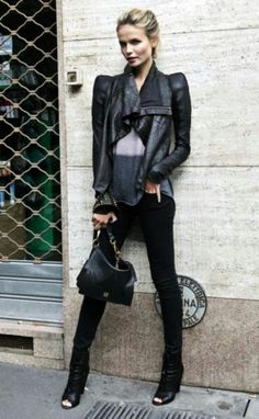 natasha poly in a black leather jacket with padded shoulders , simple black denim jeans , and a plain t-shirt - PERFECT LOOK off-duty Chic Looks Street Style, Looks Style, Style Me, Black Style, Looks Rock, Moda Rock, Jeans Trend, Look Fashion, Womens Fashion