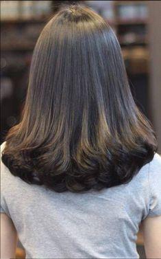New hair goals long black Ideas Medium Hair Cuts, Long Hair Cuts, Wavy Hair, Medium Hair Styles, Curly Hair Styles, Haircut Medium, Long Face Hairstyles, Haircuts For Long Hair, Brown Ombre Hair