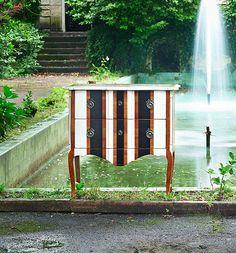 ¿Quieres pintar un mueble a rayas?: Cómoda pintada a rayas verticales vintage, modelo Burdeos