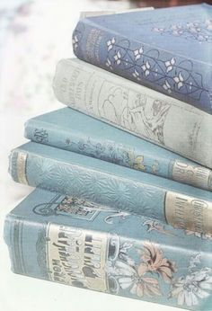 LOVE vintage blue books ♥ any old books really :) They just don't make them this pretty anymore Baby Blue Aesthetic, Light Blue Aesthetic, Book Aesthetic, Aesthetic Vintage, Ravenclaw, Love Blue, Blue And White, Blue Yellow, Color Blue