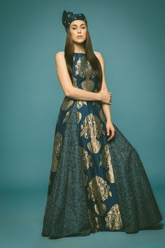 layered outfit, floor length layered gown, jacket silhouette, sleeveless jacket, front multi slit jacket,