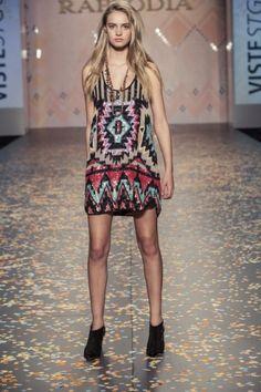 vestido-con-lentejuelas-bordadas-Rapsodia-verano-2014.jpg (400×600)