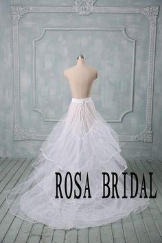 He encontrado este interesante anuncio de Etsy en https://www.etsy.com/es/listing/208940424/wedding-dress-trian-petticoat-wedding