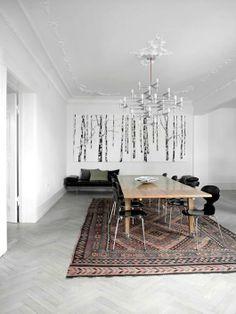 Classic Home / MidCentury furniture / Oak herringbone floor in gray / Persian rug / White walls / Art home decor /