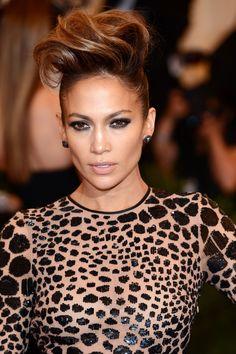 Jennifer Lopez Faux Hawk worn at the 2013 Met Gala in NYC Faux Hawk Updo, Faux Hawk Hairstyles, French Braid Hairstyles, Chic Hairstyles, Updo Hairstyle, Jennifer Lopez Makeup, Chignon Bun, Different Hair Colors, Hair Game