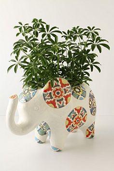 elephant medallion pot