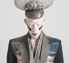 'L'Afrique C'est Chic' is an editorial by Chris Saunders, Francois Ferreira and Amy Anstey which presents a vision of contemporary African style. Vogue Editorial, Editorial Fashion, Fashion Images, Fashion Models, Albino Model, Shaun Ross, Afro Punk Fashion, South African Fashion, African Models