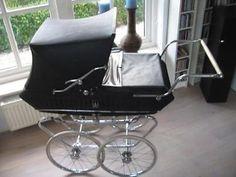 Oude vintage Riemersma kinderwagen