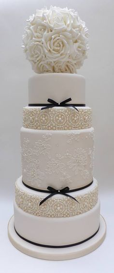 Looking for a wedding cake that will stand out from all the rest? Check out these 30 impressive white wedding cake designs! Gorgeous Cakes, Pretty Cakes, Cute Cakes, Amazing Wedding Cakes, White Wedding Cakes, Lace Wedding, Wedding White, Trendy Wedding, Amazing Cakes