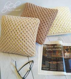 Cómo tejer el punto panal de abeja o colmena en crochet tunecino, con video tutoriales en español y en inglés Crochet Home, Knit Crochet, Sewing Patterns, Crochet Patterns, Crochet Cushions, Diy And Crafts, Textiles, Throw Pillows, Tote Bag