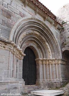 Vallespinoso de Aguilar: puerta de la ermita de Santa Cecilia