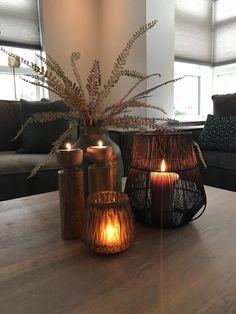 Salontafel decoratie | vazen en windlichten Woonkamer landelijk warm | Maison Ma... - #decoratie #en #landelijk #Ma #Maison #Salontafel #vazen #warm #windlichten #Woonkamer