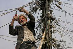 Électricien en Afghanistan  C'est un peu moins désordre derrière mon ordinateur