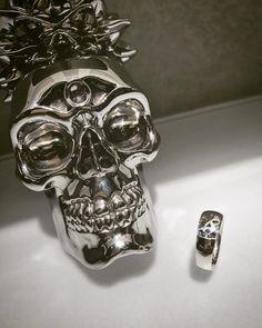 Dreams Ring 磨き上げられたリングにさり気なくスカルがデザインされた作品でございます。  ロンワンズ青山  〒150-0001 東京都渋谷区神宮前3-6-1 TEL:03-5785-0766 OPEN 12:00 - CLOSE 20:00