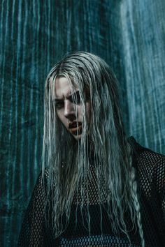 integra Hellsing-Wentz (his daughter) London Models, World Of Darkness, Boho Life, Grunge Look, Dark Photography, Human Emotions, Boy London, Black Canary, Dark Beauty