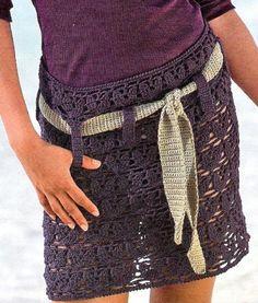 """Jupes colorées aux belles dentelles , longues , mi-longues ou mini , accompagnées de leurs grilles gratuites , trouvées dans la Galerie Picasa de """" Stéphanie """" . Mini-jupe mauve , ornée d'une ceinture beige Au crochet n° 3,50 Taille 36 , monter 200 m...."""