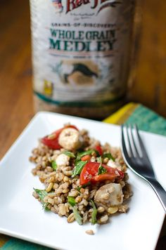 Caprese Grain Salad made with whole grains perfect for Meatless Monday // whole grain, clean eating, vegetarian