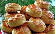 Pogăcele de casă, cu brânză și cartofi - Se fac ușor, rapid, și se mănâncă și mai ușor, și mai rapid Romanian Food, Pretzel Bites, Kefir, Baked Potato, Hamburger, Biscuits, Food And Drink, Appetizers, Yummy Food