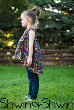 Free sewing pattern in size 5/6 for Modern Baby Doll Top || Shwin&Shwin