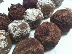 Easy raw vegan chocolate goji berry balls www.vivapura.com