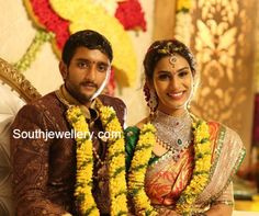 South Indian Bride in Diamond Jewellery South Indian Weddings, South Indian Bride, Indian Jewellery Design, Indian Jewelry, Flower Garland Wedding, Flower Garlands, Flower Decorations, Saree Accessories, Tamil Brides
