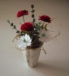 Sain vihdoinkin kokeiltua tehdä ostamiani kukka tarvikepaketteja. Näitä täytyy saada lisää, koska kukkien kasaaminen oli todella mukavaa puu...