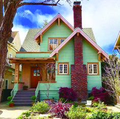 Gorgeous picture of bungalow style house tips for 2019 Bungalow Style House, Cottage Style, Craftsman Cottage, Cottages And Bungalows, Cute House, Retro Home Decor, House Goals, Little Houses, Architecture