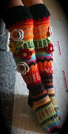 Polviin asti These are knit but I am going to crochet me some! Crochet Leg Warmers, Crochet Slippers, Knit Crochet, Fair Isle Knitting, Knitting Socks, Knitting Patterns, Crochet Patterns, Stitch Witchery, Sewing Class