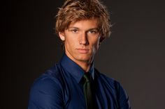 Alex Pettyfer, particularly from Beastly is rather. Scars or no scars, no matter to me! Alex Pettyfer, Vanessa Hudgens, Justin Bradley, Out Of My League, Really Hot Guys, Mary Kate Olsen, Romance Movies, British Actors, Actor Model