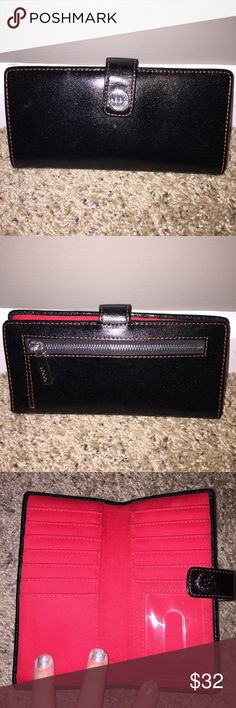 Hobo Wallet EXCELLENT USED CONDITION. LIKE NEW. SMOKE FREE HOME. HOBO Bags Wallets