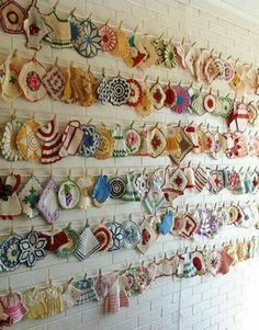 Vintage Potholders--I don't collect potholders, but I do appreciate such a great collection! **Like this way to display my potholders. Would try the small craft clothes pins provided they open. Vintage Potholders, Crochet Potholders, Crochet Granny, Crochet Doilies, Crochet Kitchen, Crochet Home, Crochet Cats, Crochet Birds, Crochet Animals