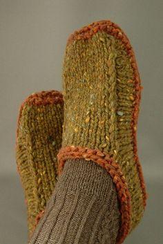 Ravelry: Non-felted Slippers FREE knitting pattern by Yuko Nakamuraknitting and crochet Knitting Patterns Free, Knit Patterns, Free Knitting, Knitting Socks, Finger Knitting, Loom Knitting, Stitch Patterns, Felted Slippers Pattern, Knitted Slippers