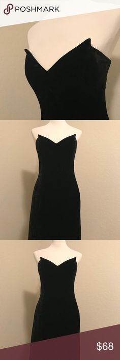 Black velvet mini dress ✨la dolce vita✨ Fabulous black velvet mini dress, size 12 the neckline reminds me at the iconic  Anita Ekberg's black dress. So romantic. Laundry By Shelli Segal Dresses Mini