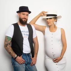 un peu de chapeau pour accessoiriser Fashion, Hat, Moda, Fashion Styles, Fashion Illustrations