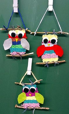 Das Aufschneiden und Verknoten der Fäden habe i… Woven owls of my class. The cutting and knotting of the threads, however, I have taken over so that after the many work no glitch happens. Easy Christmas Crafts, Simple Christmas, Diy Crafts For Kids, Projects For Kids, Art For Kids, Arts And Crafts, Weaving For Kids, Weaving Projects, Tear
