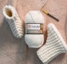 YarnArt Alpine Alpaca ile Ev Botu Yapımı – Hobium Atölye - ropa, vacaciones y más Crochet Shoes Pattern, Crochet Flower Patterns, Crochet Baby Booties, Crochet Slippers, Diy Crafts Crochet, Crochet Gifts, Easy Baby Knitting Patterns, Crochet Ripple, Alpaca