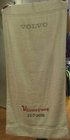 Een mijlpaal in uw bedrijf? Een badlaken in twee delen geborduurd. Paper Shopping Bag